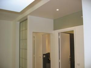 Bande vitrée au-dessus de la salle de bain